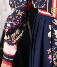 画像11: [Rinfarre]ネイビー×ピンクベージュ・花柄・アンティーク調スカーフ柄・リボンタイ・長袖ブラウス・Aライン・ミディアムスカート・セットアップ・ツーピース[MIRIN着用][送料無料] (11)
