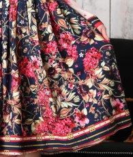 画像9: [Rinfarre]ネイビー×ピンクベージュ・花柄・アンティーク調スカーフ柄・リボンタイ・長袖ブラウス・Aライン・ミディアムスカート・セットアップ・ツーピース[MIRIN着用][送料無料] (9)