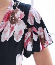 画像11: [韓国製][Rinfarre]ブラックベース・ピンク花柄・カシュクール・半袖・マキシ・ミディアムドレス・ワンピース[山崎みどり着用][送料無料]my (11)