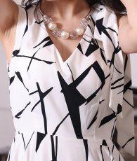 画像9: [韓国製][rinfarre]ホワイト×ブラック・肩リボン・ノースリーブ・Vネック・アシメントリー Aライン・フレア・ミディアムドレス[黒木麗奈着用][送料無料] (9)