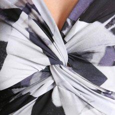 画像8: [ERUKEI][山崎みどり着用][姉ageha]ホワイト×グレー系・ジオメトリック柄・長袖・Vネック・ミニドレス・ワンピース[送料無料]m_ (8)