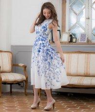 画像2: [ERUKEI]ホワイトベース・ブルー花柄・ノースリーブ・Aライン・フレア・ミディアムドレス・ワンピース[山崎みどり着用][送料無料]mypr (2)