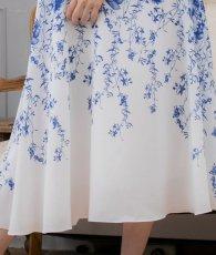 画像12: [ERUKEI]ホワイトベース・ブルー花柄・ノースリーブ・Aライン・フレア・ミディアムドレス・ワンピース[山崎みどり着用][送料無料]mypr (12)
