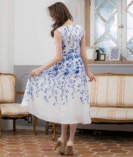 画像3: [ERUKEI]ホワイトベース・ブルー花柄・ノースリーブ・Aライン・フレア・ミディアムドレス・ワンピース[山崎みどり着用][送料無料]mypr (3)