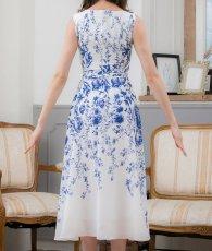 画像8: [ERUKEI]ホワイトベース・ブルー花柄・ノースリーブ・Aライン・フレア・ミディアムドレス・ワンピース[山崎みどり着用][送料無料]mypr (8)
