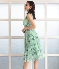 画像2: [ERUKEI]グリーン・ノースリーブ・花柄・プリーツ・Aライン・ミディアムドレス・ワンピース[MIRIN着用][送料無料] (2)