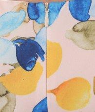 画像11: [ERUKEI]ピンクベージュ・プリント・ブルー系花柄・タイト・肩フリル・ノースリーブ・ミニドレス・ワンピース[山崎みどり着用][送料無料]my (11)