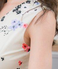 画像10: [ERUKEI]アイボリー×カラフル花柄・細リボンベルト・Vネック・ノースリーブ・フレア・Aライン・ミディアムドレス・ワンピース[山崎みどり着用][送料無料]mypr (10)
