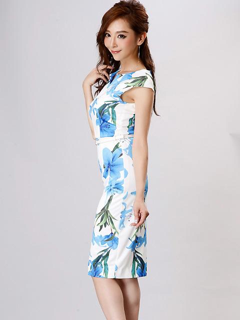 画像2: 【SALE品のため返品不可&再入荷なしの現品限り】[COLORDRESS] [山崎みどり着用][姉ageha]ホワイト×ブルー花柄・Vカット・ベルト付き・フレンチスリーブ・ミディアム・タイトドレス・ワンピース
