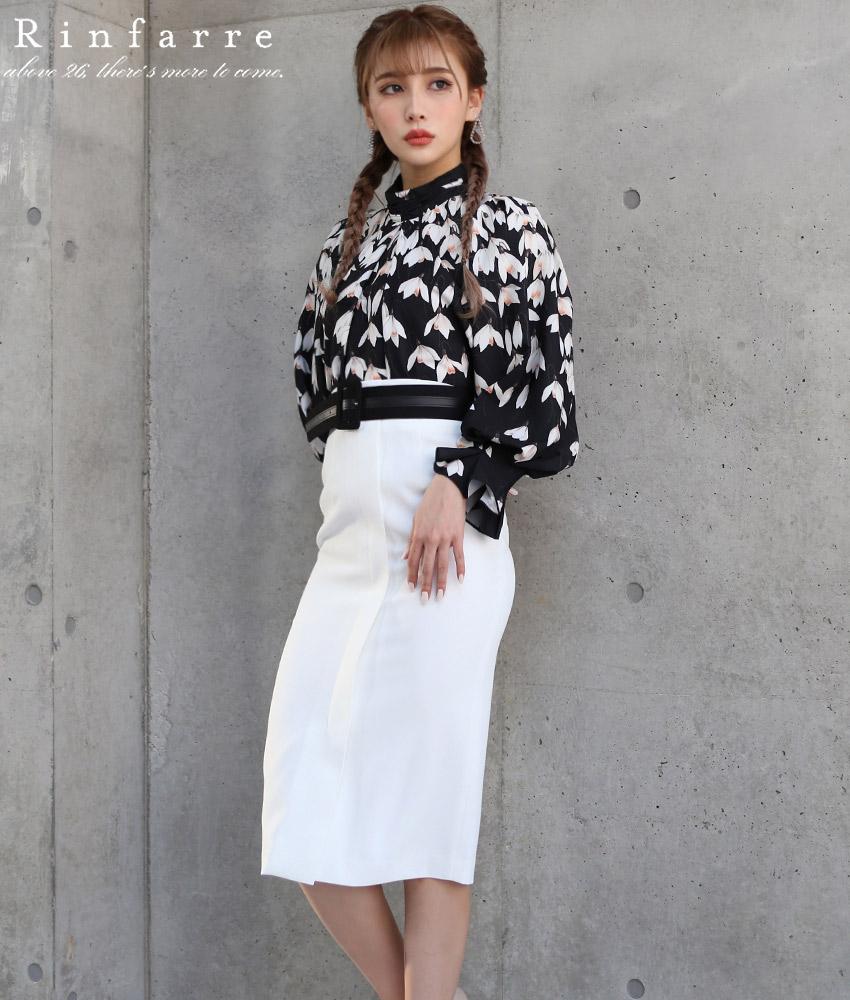 画像1: [韓国製][Rinfarre]ブラックハイネック花柄ブラウス・ベルト付き・ホワイトタイトミディアムスカート・セットアップ・ツーピース[MIRIN着用]《送料&代引き手数料無料》 (1)