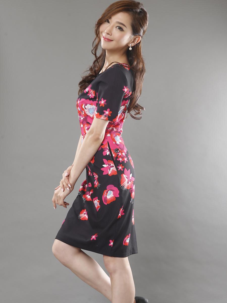 画像2: 【SALE品のため返品不可】[LK][山崎みどり着用][姉ageha]ブラック×レッド&ピンク花柄・半袖・バックスリット・ミニドレス・ワンピース